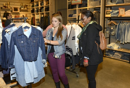 Levi's & 49ers Volunteer To Benefit Teach For America